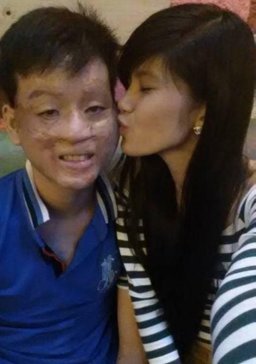 Sau đám cưới thì Trần Lâm phải sang Canada làm việc. Thu Hiền thì ở lại Việt Nam kinh doanh thời trang. Dù xa cách nhau nhưng hàng ngày cả hai vẫn thường xuyên liên lạc với nhau. Mỗi lần Trần Lâm được về nhà thăm gia đình là cô luôn trân trọng thời gian được ở bên ông xã.