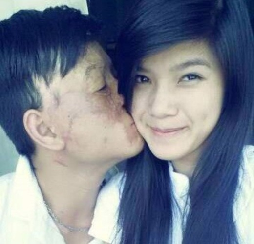 Niềm hạnh phúc của cặp chồng xấu, vợ xinh khiến ai cũng ghen tị