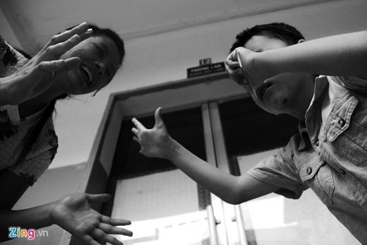 Các giáo viên tại đây thán phục về tình yêu mà chịPhươngdành cho con. Nhà ở Tiền Giang, mỗi ngày 2 mẹ con vượt quãng đường vừa đi vừa về là 160 km.