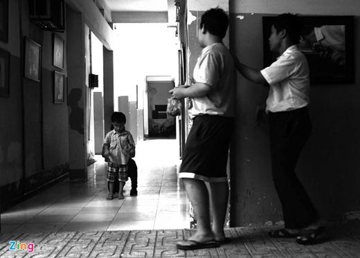 Chị quê ở Nam Định, vào miền Nam làm thuê rồi lấy chồng.Kiệtlà con đầu, vì sinh thiếu 3 tháng nên bị mù và bại liệt. Nhiều năm trời, chị chạy khắp nơi để tìm phương pháp điều trị bởi cậu bé bị còi cọc mãi không lớn.