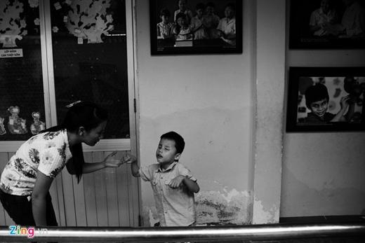 Cách đây một năm, chị được người quen giới thiệu cho con trai tới học trường Nguyễn Đình Chiểu.