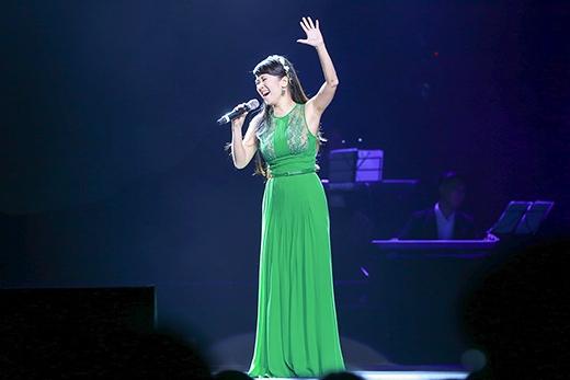 """Hồng Nhung cũng là một giọng nhạc Trịnh được đón đợi khi cô hát nhẹ nhàng, theo một tinh thần mới mẻ 2 ca khúc """"Hạ trắng"""" và """"Ru em từng ngón xuân nồng"""". - Tin sao Viet - Tin tuc sao Viet - Scandal sao Viet - Tin tuc cua Sao - Tin cua Sao"""