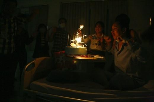 Nhạc sĩ Nguyễn Hải Phong trải nghiệm lần đầu ăn sinh nhật tại bệnh viện - Tin sao Viet - Tin tuc sao Viet - Scandal sao Viet - Tin tuc cua Sao - Tin cua Sao
