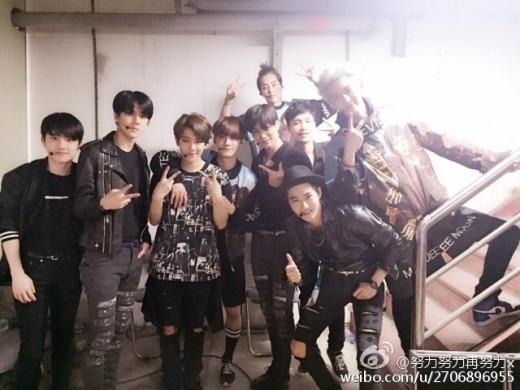 Lay khoe ảnh cùng các thành viên EXO trong hậu trường Dream Concert 2015