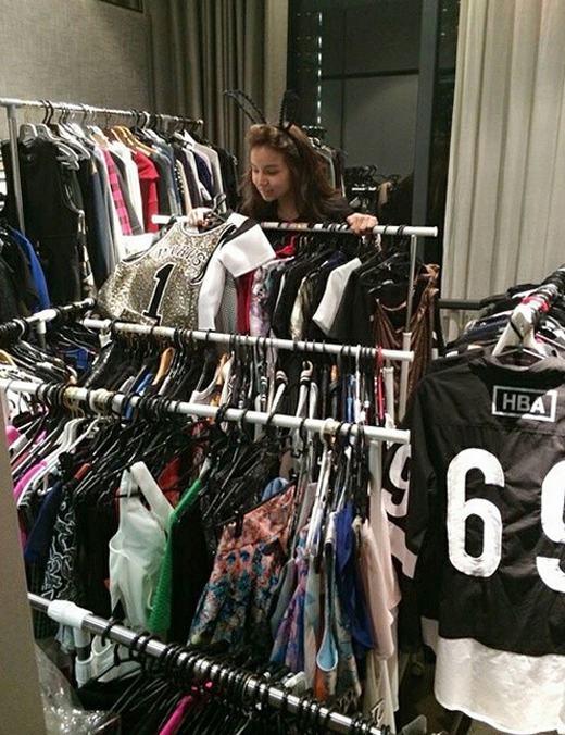 Trong tủ đồ của hội con nhà giàu phương Đông, những bộ quần áo hàng hiệu nổi tiếng thế giới luôn có mặt.