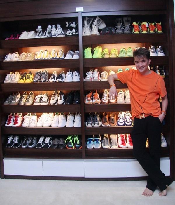 Tủ giày độn đầy màu sắc và nhiều chủng loại của Đàm Vĩnh Hưng khiến nhiều người phải ao ước. - Tin sao Viet - Tin tuc sao Viet - Scandal sao Viet - Tin tuc cua Sao - Tin cua Sao