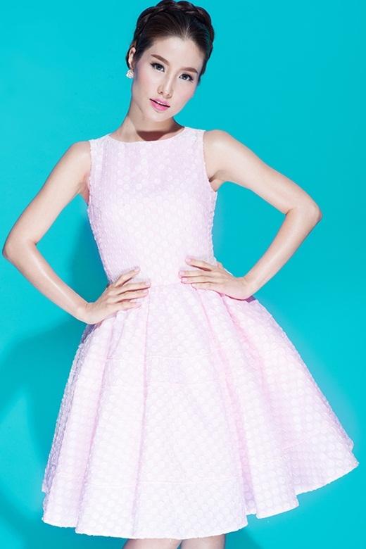 Kiểu váy xòe được Diễm My đặc biệt yêu thích vì tính tiện dụng cao.