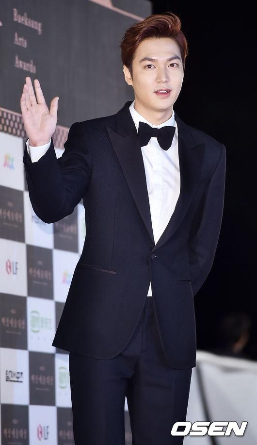 Park Shin Hye sang chảnh, Krystal bất ngờ già dặn tại Baeksang 2015