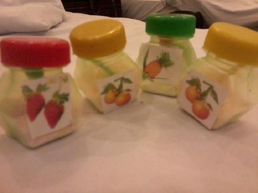 Những hộp bột mang nhiều hương vị trái cây khác nhau. Mỗi hộp chỉ to như ngón chân cái nhưng lại là món làm mê hồn không biết bao nhiêu người.