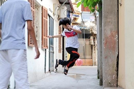 Cầu thủ nhí Quang Anh trổ tài với trái bóng. - Tin sao Viet - Tin tuc sao Viet - Scandal sao Viet - Tin tuc cua Sao - Tin cua Sao