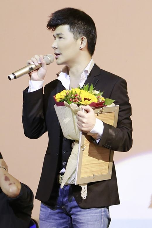"""Nathan Lee đã thể hiện các ca khúc """"Lại gần hôn anh"""", """"Quando"""", """"Perhaps"""", """"Sway""""... bằng nhiều thứ tiếng. - Tin sao Viet - Tin tuc sao Viet - Scandal sao Viet - Tin tuc cua Sao - Tin cua Sao"""
