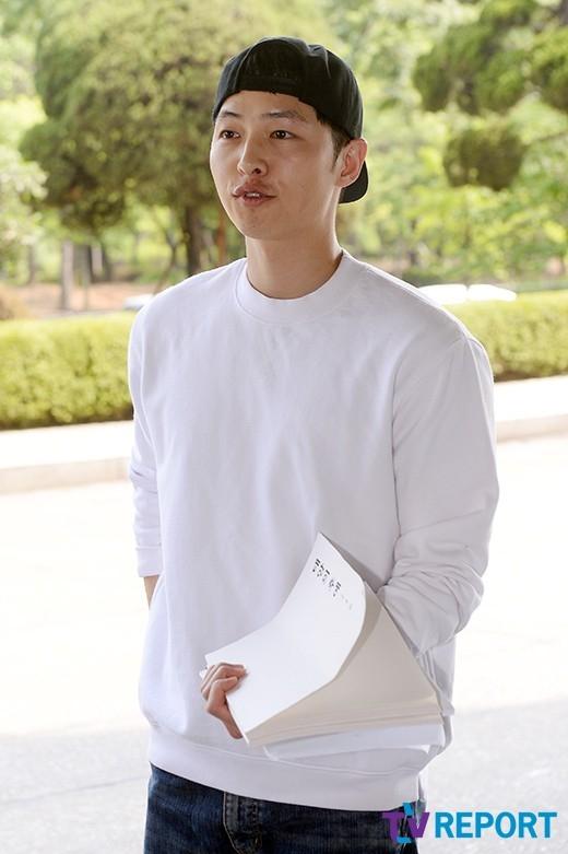 Song Joong Ki đẹp trai 'không tì vết' bên Song Hye Kyo sau khi xuất ngũ