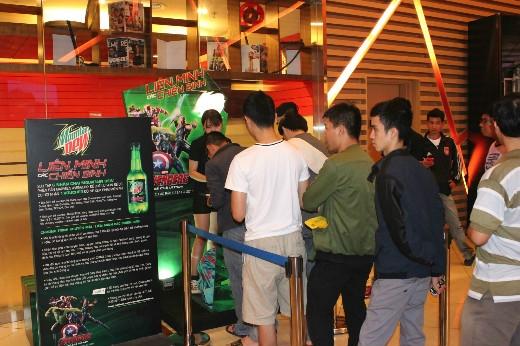 Cơ hội cực nóng lên đến 50.000 vouchers xem phim miễn phí khiến các fan nô nức xếp hàng chờ nhận vé