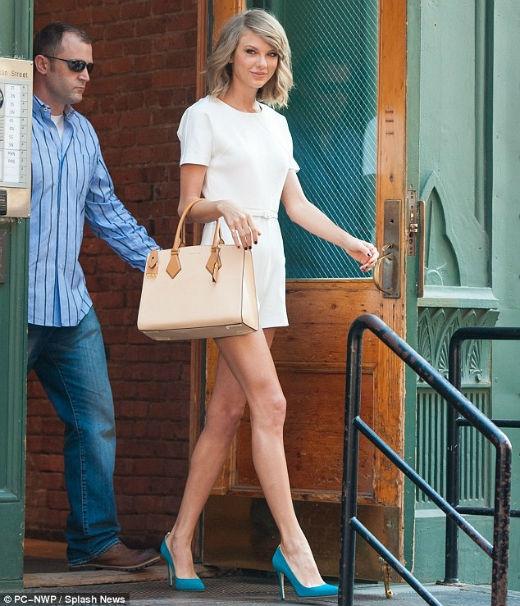 Bạn trai qua đêm tại nhà Taylor Swift sau buổi hẹn hò lãng mạn