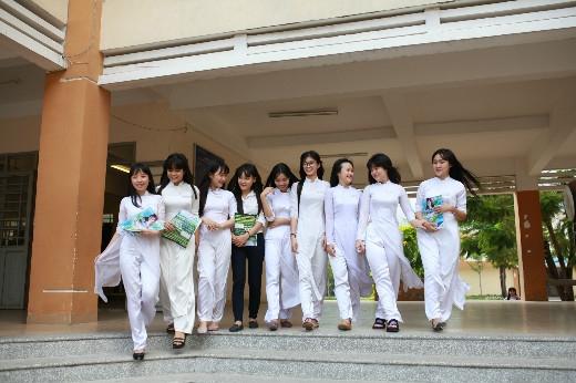 Nữ sinh trường Bình An (Bình Dương) lần đầu tiên tham gia chương trình