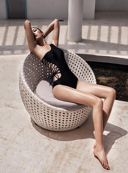 Chân dài gốc Bắc Giang đăng quang VietNam's Next Top Model 2010. Chiều cao hiện tại của Trang Khiếu là 1m80. Lợi thế chiều cao cũng như gương mặt thuần Á đông đã giúp cô có được những cơ hội trình diễn trên những sàn diễn quốc tế danh giá.