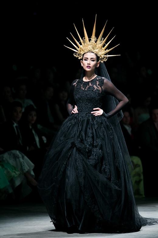Á hậu Hoa hậu Hoàn vũ Việt Nam 2008, Giải vàng Siêu mẫu Việt Nam 2008 cũng có chiều cao khủng 1m80.