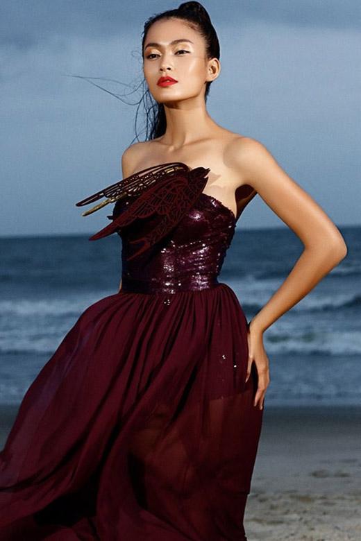Quán quân VietNam's Next Top Model 2013 sở hữu chiều cao 1m79. Cô cũng là thí sinh nữ cao nhất trong mùa giải năm đó.
