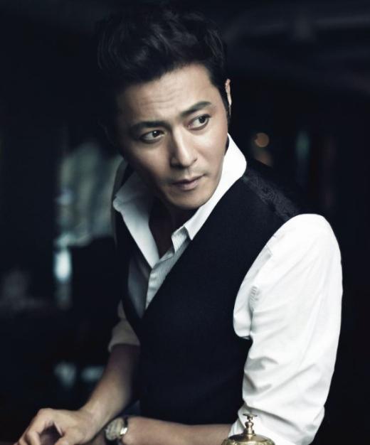 Ngoài vẻ điển trai vốn có, thói quen mỗi khi say của Jang Dong Gun cũng khiến mọi người vô cùng ấn tượng. Khi quá chén, việc duy nhất nam tài tử làm chính là im lặng tìm chỗ yên tĩnh để ngủ.
