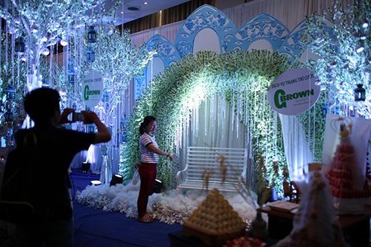 Giới trẻ hào hứng với hội chợ cưới siêu tiết kiệm
