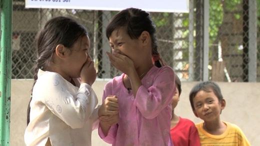 Bo và Suti tủm tỉm cười khi lần đầu được trải nghiệm làm diễn viên. - Tin sao Viet - Tin tuc sao Viet - Scandal sao Viet - Tin tuc cua Sao - Tin cua Sao