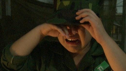 """Suti là một cô bé khá """"mít ướt"""" khi thường xuyên rơi nước mắt. Trong một thử thách, bé bật khóc vì hoang mang và quá sợ hãi. - Tin sao Viet - Tin tuc sao Viet - Scandal sao Viet - Tin tuc cua Sao - Tin cua Sao"""