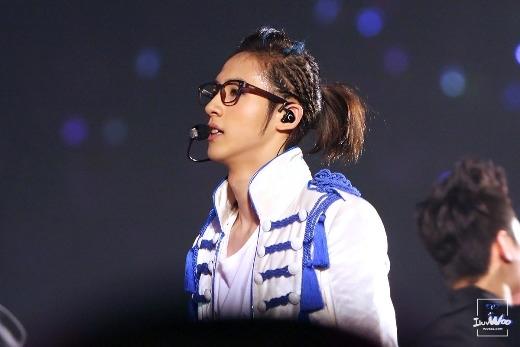 Từ khi ra mắt đến nay, CNU (B1A4) vẫn luôn trung thành với mái tóc dài lãng tử cộng thêm 1001 kiểu cột khiến các fan không khỏi bị thu hút.
