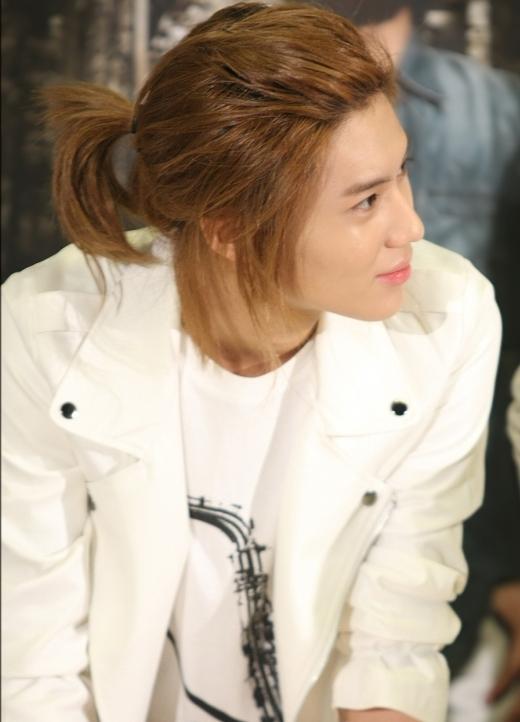 Taemin (SHINee) từng gây shock khi trở lại với mái tóc dài nữ tính, độc đáo trong ca khúc Lucifer.