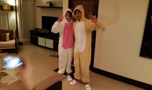 Ahn Jae Wook khoe hình đáng yêu của hai vợ chồng trước ngày cưới