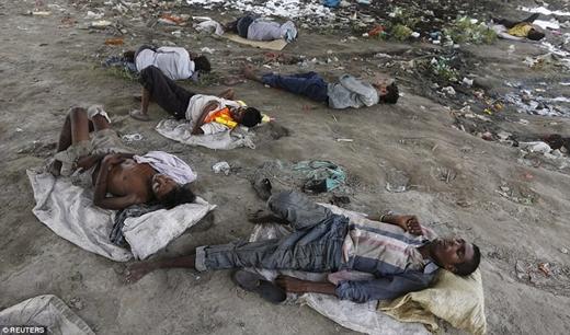 Những người này chết do say nắng hoặc mất nước.
