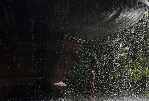 Kinh hoàng nắng nóng cướp đi sinh mạng của hơn 2.200 người