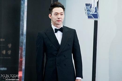 Nối gót Jaejoong, Yoochun chính thức nhập ngũ vào tháng 8