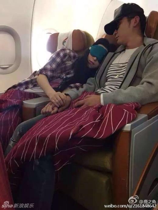 Phạm - Lý tình cảm bên nhau trên máy bay