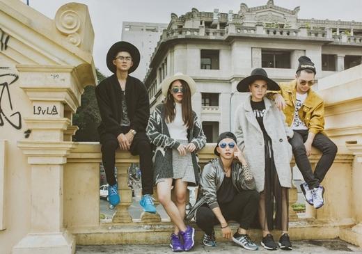 Những trang phục mang hơi hướm cổ điển như mũ rộng vành, áo khoác dạ đã được stylist Kanta khéo léo kết hợp với những phụ kiện hiện đại như giầy thể thao, kính mát để tăng sự thời thượng, trẻ trung