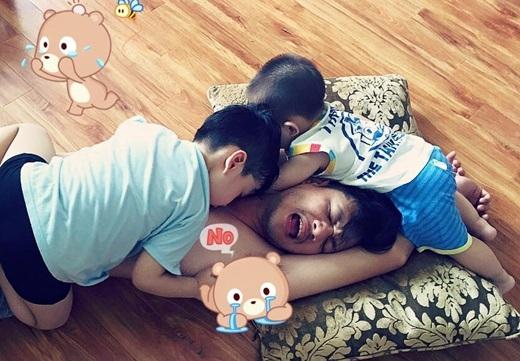 Những khoảnh khắc ngọt ngào của hai vợ chồng bên con trai. - Tin sao Viet - Tin tuc sao Viet - Scandal sao Viet - Tin tuc cua Sao - Tin cua Sao