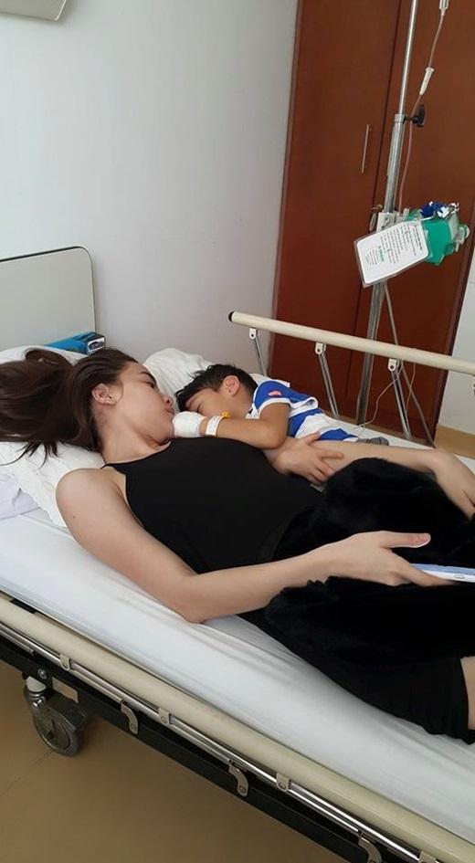 Khỏi ốm, Subeo tung tăng đi chơi cùng mẹ Hồ Ngọc Hà