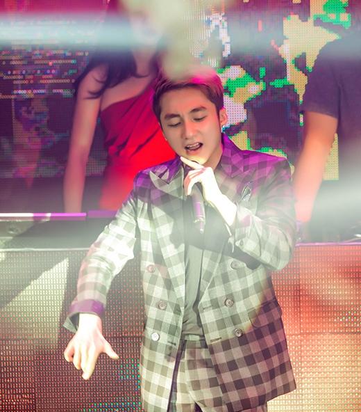 BTC đã phải bỏ ra hơn 100 triệu đồng để mời được Sơn Tùng M-TP biểu diễn trong vòng 30 phút. - Tin sao Viet - Tin tuc sao Viet - Scandal sao Viet - Tin tuc cua Sao - Tin cua Sao