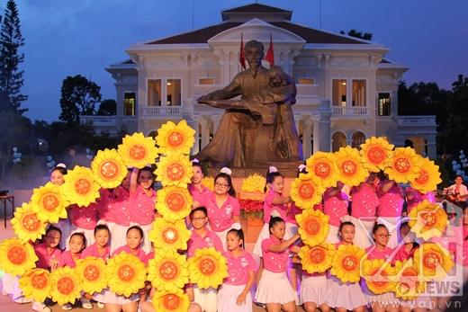 Ngọc Linh dịu dàng, nữ tính ngày tái xuất trên sân khấu - Tin sao Viet - Tin tuc sao Viet - Scandal sao Viet - Tin tuc cua Sao - Tin cua Sao
