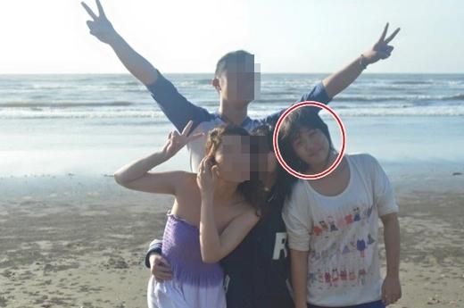 Phương Khanh bên bạn bè và gia đình khi cô nặng 65kg.