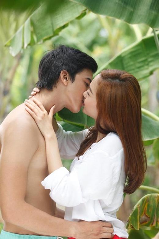 Trước cảnh quay tại hồ nước, Minh Hằng và Tiến Vũ đã có nụ hôn đầu tại vườn chuối. - Tin sao Viet - Tin tuc sao Viet - Scandal sao Viet - Tin tuc cua Sao - Tin cua Sao