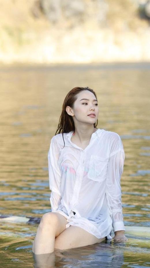 Minh Hằng vô cùng gợi cảm với chiếc bikini ẩn hiện bên dưới áo sơ-mi trắng, trong suốt. - Tin sao Viet - Tin tuc sao Viet - Scandal sao Viet - Tin tuc cua Sao - Tin cua Sao