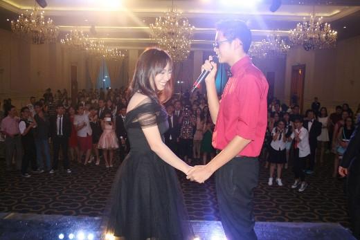 Prom là cơ hội để các bạn thổ lộ điều chưa nói bằng màn tỏ tình dễ thương.