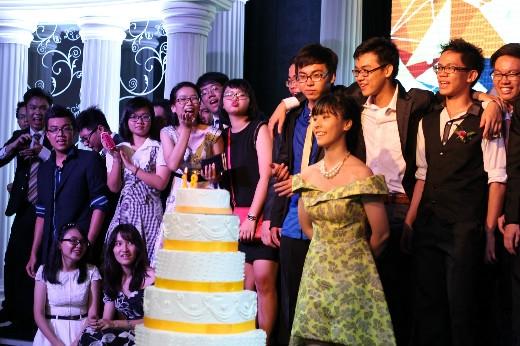 Prom night Trung học thực hành 2015 - Từ kỷ niệm đến Dấu ấn