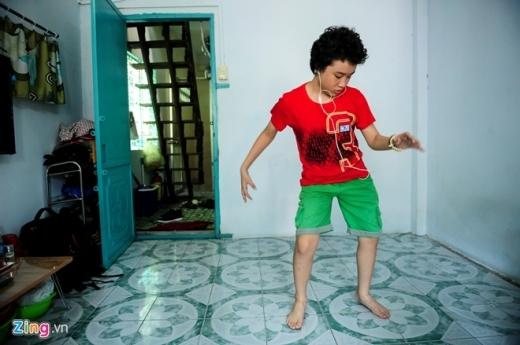 Cuộc sống trong phòng trọ 20m2 của bố con Hoàng Anh tóc xù - Tin sao Viet - Tin tuc sao Viet - Scandal sao Viet - Tin tuc cua Sao - Tin cua Sao