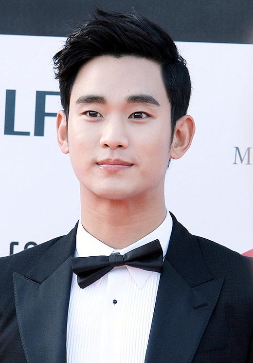 Kim Soo Hyun được ông chủ Bae Yong Joon cưng chiều hết mực