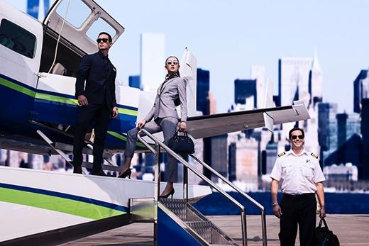 Trong bộ ảnh mới thực hiện, Kim Lý kết hợp cùng người mẫu Thanh Khoa. Đặc biệt, concept được thực hiện trên một chiếc thủy phi cơ tại sân bay Tân Sơn Nhất.