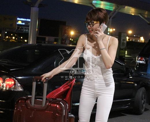 Tóc Tiên thất thần gặp sự cố tại sân bay - Tin sao Viet - Tin tuc sao Viet - Scandal sao Viet - Tin tuc cua Sao - Tin cua Sao