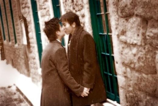 """Chuyện tình 10 năm """"đẹp như cổ tích"""" của cặp đồng tính """"Anh và Cưng"""""""