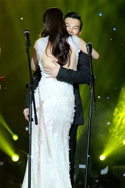 Không ngần ngại ôm nhau chia sẻ niềm vui chiến thắng dù đã ly hôn - Tin sao Viet - Tin tuc sao Viet - Scandal sao Viet - Tin tuc cua Sao - Tin cua Sao
