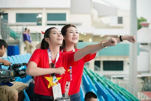 Á hậu Tú Anh và Phương Thanh phát cuồng vì đội tuyển U23 Việt Nam - Tin sao Viet - Tin tuc sao Viet - Scandal sao Viet - Tin tuc cua Sao - Tin cua Sao